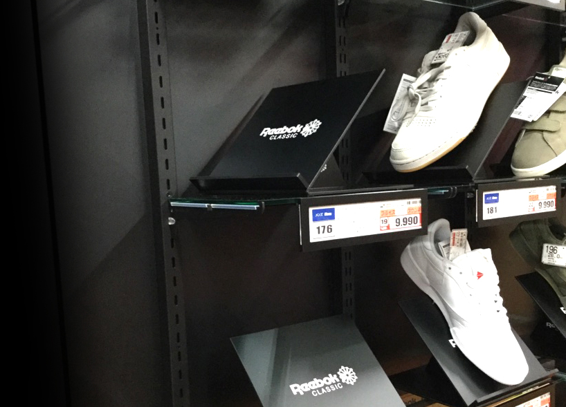 Reebok - Xebio Sports -    Shelf design3